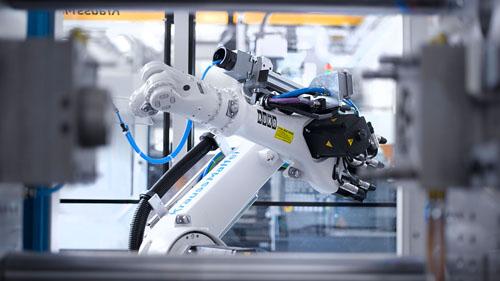 一些开始从事小批量研发,制造机器人的企业已感到不够适应,纷纷进行技